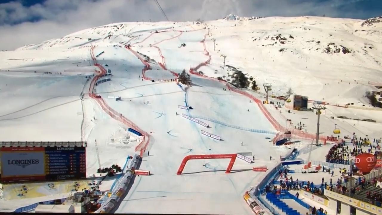 Camera valt op piste door showvliegtuig bij WK skiën