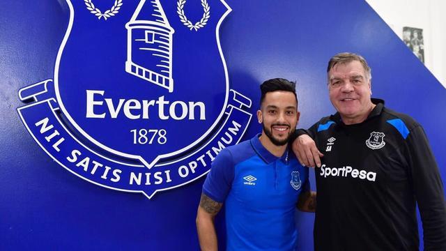 Walcott ruilt Arsenal na twaalf jaar in voor Everton