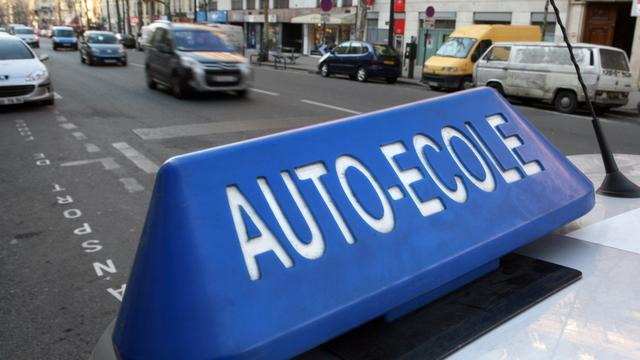 Rijschool Parijs hielp honderden aan rijbewijs zonder examen