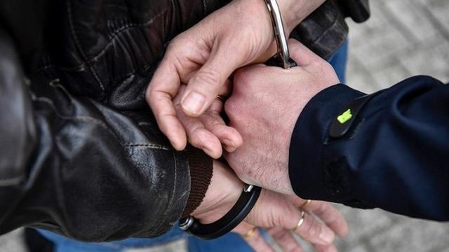 Politie houdt man aan die met bestelbus tegen bus aanreed in Groningen