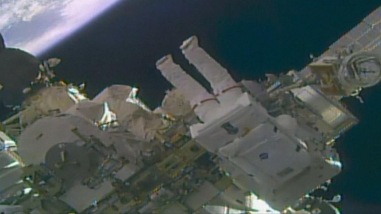 Astronauten verlaten ISS om camera's te bevestigen