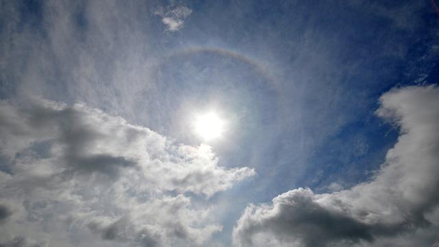 Weerbericht: Zonnig en warm, 's avonds kans op windstoten en onweer