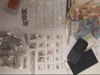 55 gripzakjes cocaïne aangetroffen