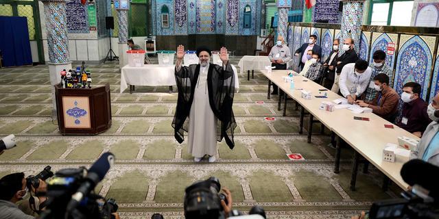 Oerconservatieve opperrechter Raisi wint Iraanse presidentsverkiezingen