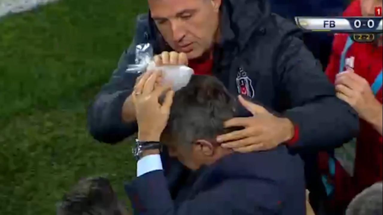 Besiktas-coach bekogeld tijdens wedstrijd tegen Fenerbahçe