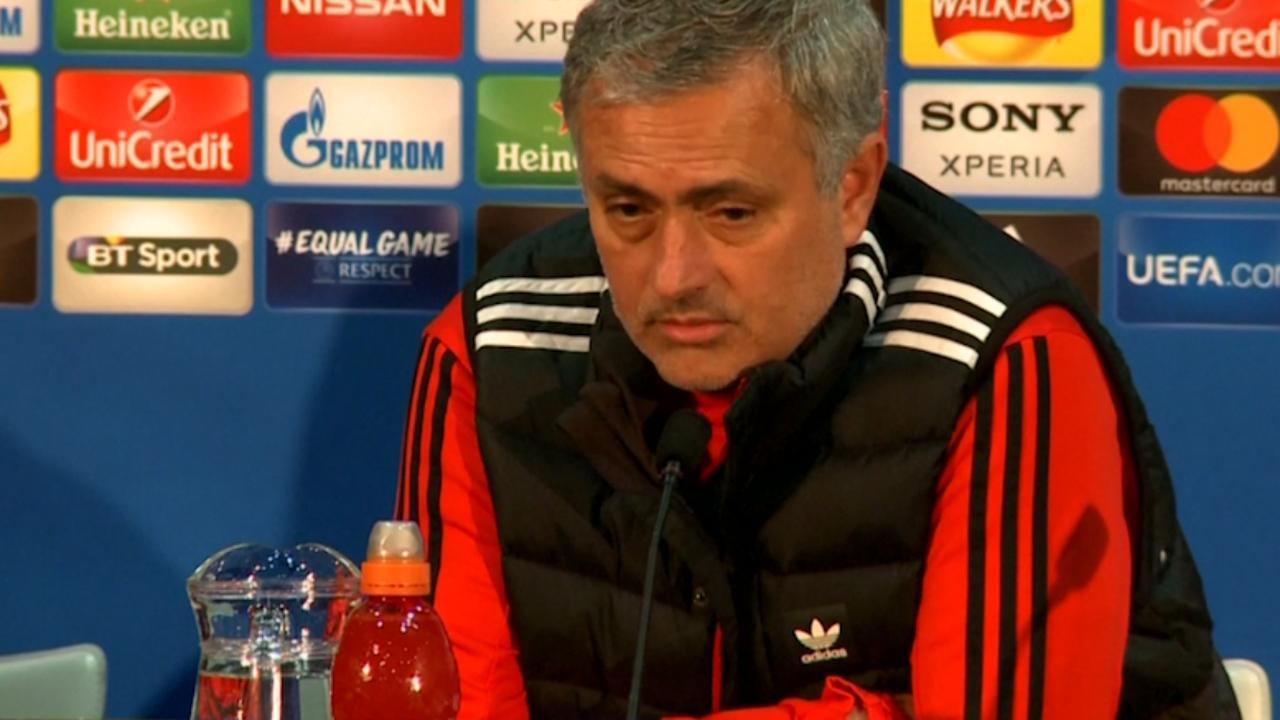 Mourinho: 'De Boer is slechtste coach in historie Premier League'