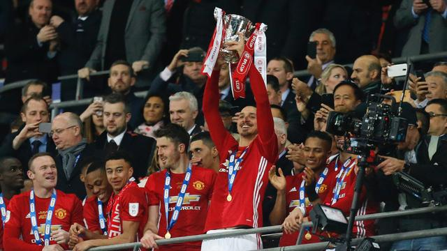 Ibrahimovic bezorgt Manchester United op valreep League Cup