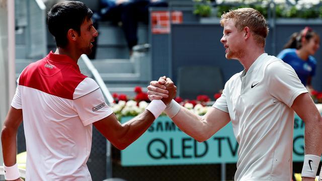 Djokovic schudt Edmund de hand