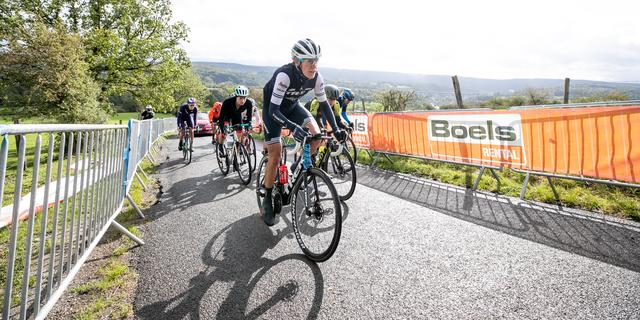 Van Dijk houdt ondanks kou stand op VAM-berg en wint Healthy Ageing Tour
