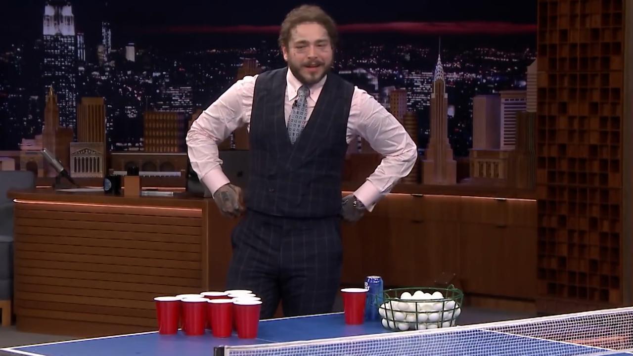 Post Malone maakt Jimmy Fallon in met potje bierpong