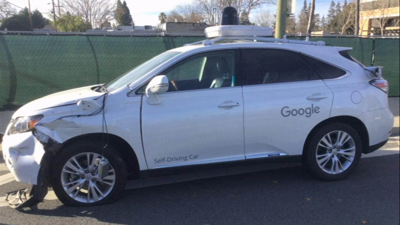 Google's zelfrijzende auto veroorzaakt ongeluk