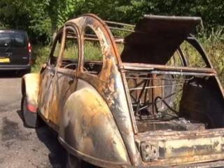 Twee klassieke Citroëns gaan in vlammen op