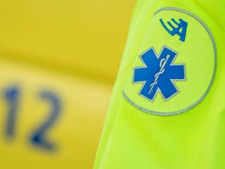 Slachtoffer per ambulance naar ziekenhuis vervoerd
