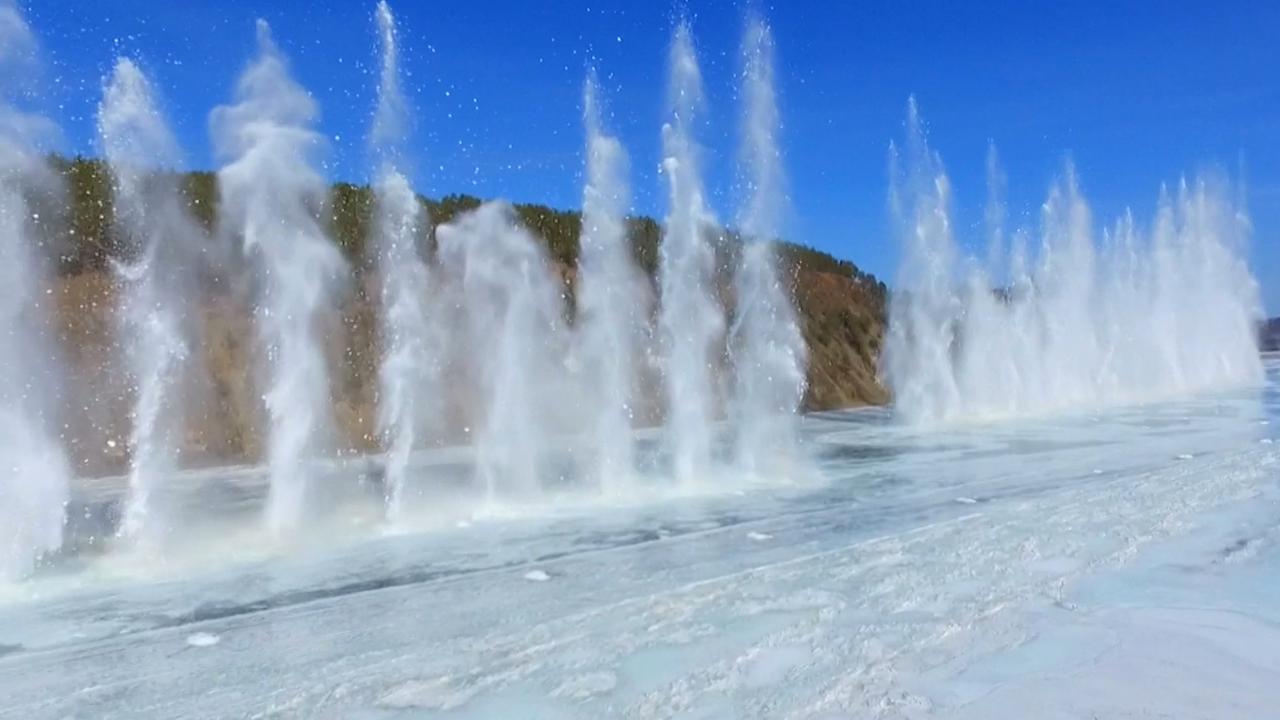 IJs op Chinese rivier met explosieven gebroken
