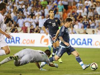 Messi, Agüero en Lavezzi scoren twee keer bij zevenklapper