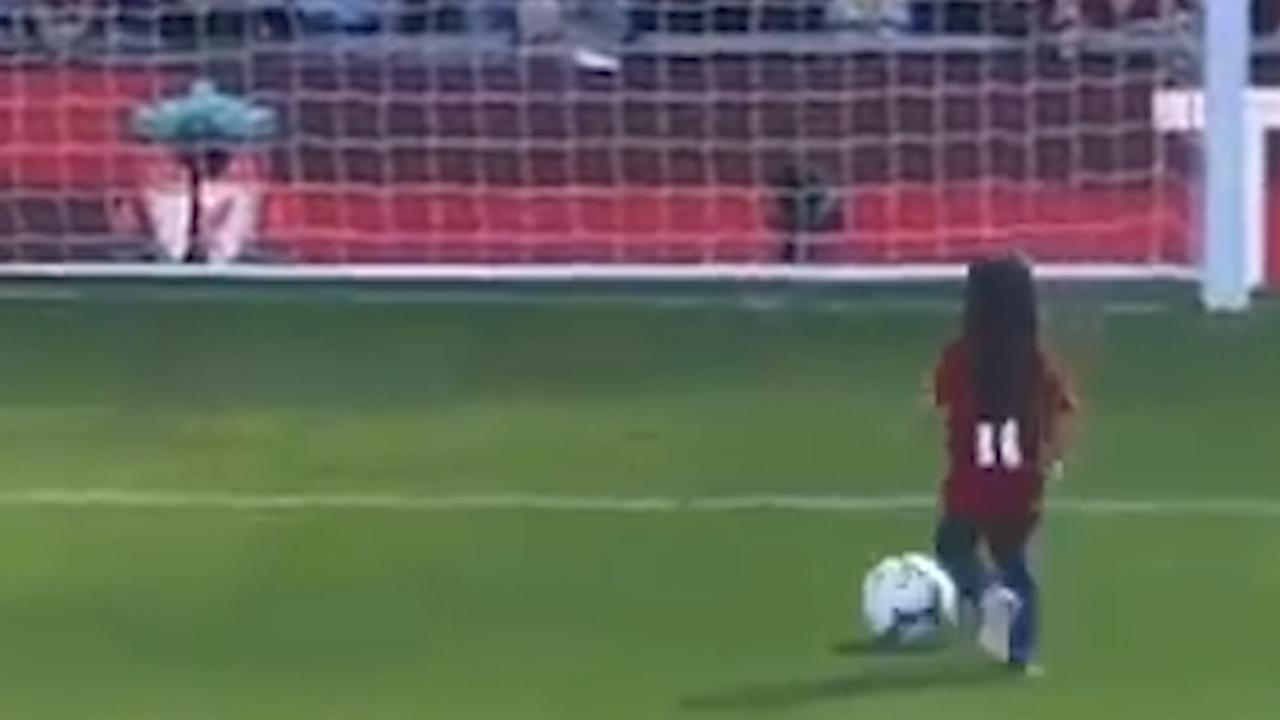 Vijfjarige dochter Salah scoort in vol stadion in Liverpool