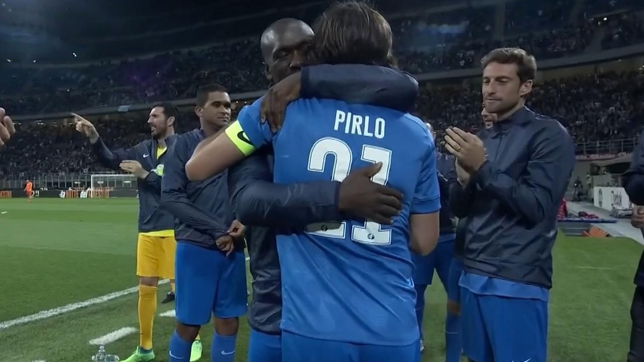 Seedorf kopt de 3-5 binnen tijdens testimonial Pirlo