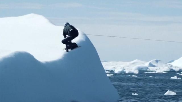 Wakeboarder bedwingt ijsbergen in Groenland