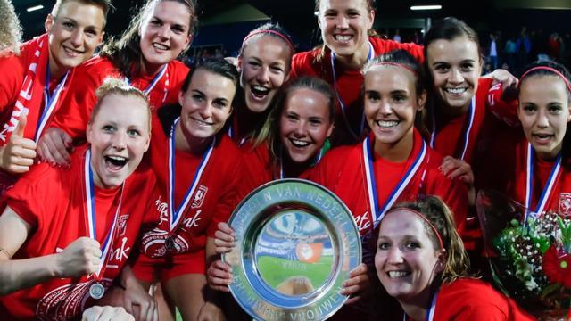 Voetbalsters FC Twente prolongeren landstitel