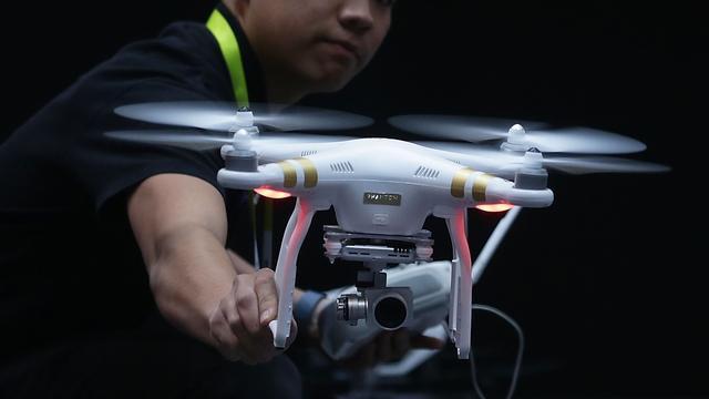 Dronemaker DJI gaat brandweerlieden vliegles geven