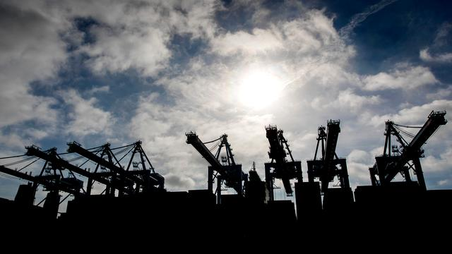 Gemeente Rotterdam wil dat haven uitstoot fors gaat verminderen