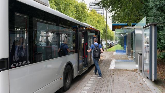 Man aangehouden voor reeks busbranden in Tilburg