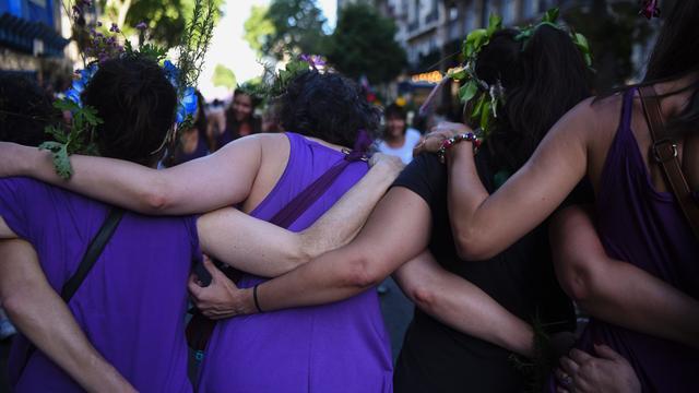 Tienduizenden vrouwen straat op tegen huiselijk geweld Argentinië