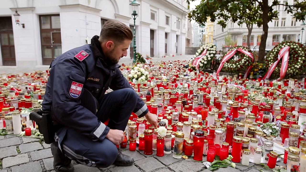 Politie herdenkt slachtoffers van aanslag Wenen