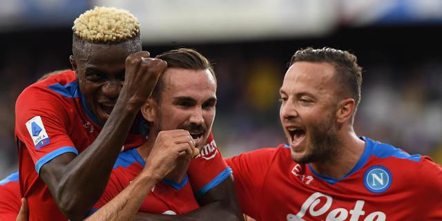 Koploper Napoli boekt vijfde zege op rij, Kadioglu scoort voor winnend 'Fener'