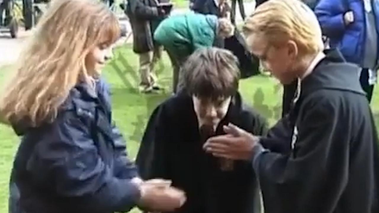 Tom Felton deelt video van handjeklap met Emma Watson