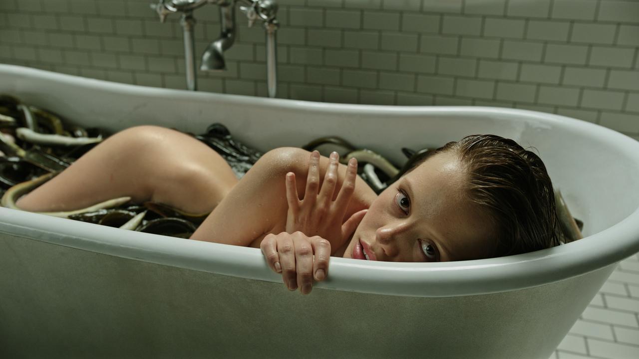 https://media.nu.nl/m/3quxaq3a8yov_wd1280.jpg/the-ring-regisseur-hoopt-dagje-sauna-verpesten-met-nieuwe-film.jpg