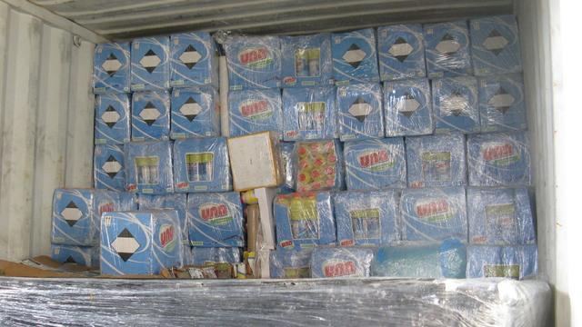 Politie voorkomt smokkel van vierduizend liter schoonmaakmiddel uit haven