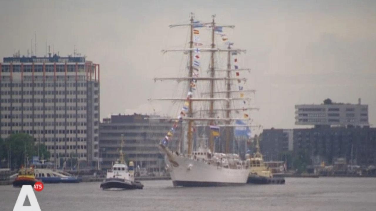 Argentijns marinefregat meert aan in Amsterdam