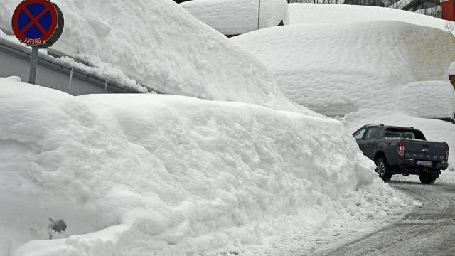 Bijna tweehonderd wegen in Oostenrijk afgesloten door sneeuwval