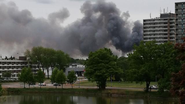 Brandweer bezig met nablussen na grote brand in Loosdrechtse loods