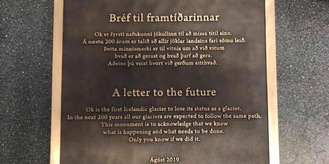 IJslanders staan met 'herdenkingsdienst' stil bij gesmolten gletsjer