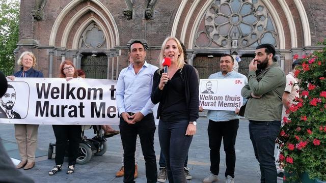 SP-raadslid Memis na twee maanden vast in Turkije weer terug in Eindhoven