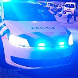 Personenauto met jerrycans rijdt in op politiebureau Kerkrade