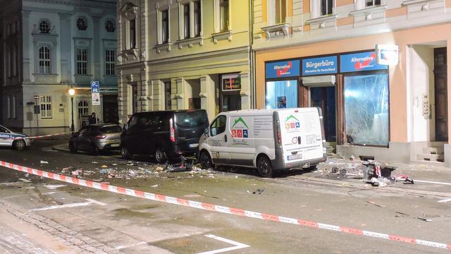 Drie arrestaties na zware explosie bij partijkantoor AfD in Duitsland