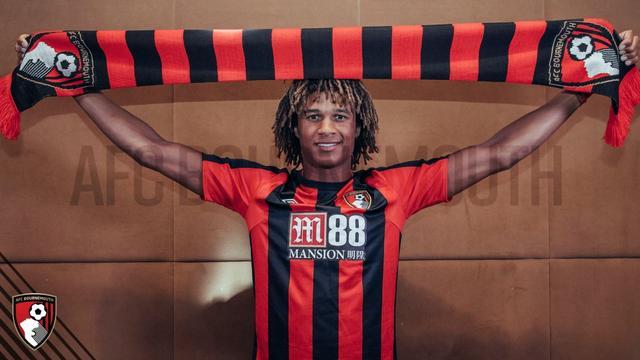 Bournemouth neemt Aké voor recordbedrag over van Chelsea