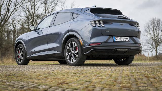 Stoer is hij zeker, maar verdient deze elektrische Ford het om de naam Mustang te mogen dragen?