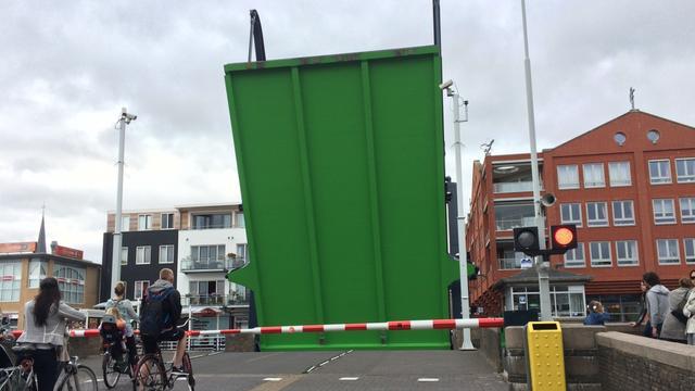 Brug bij Doelmanstraat in Alphen aan den Rijn kampt met storing
