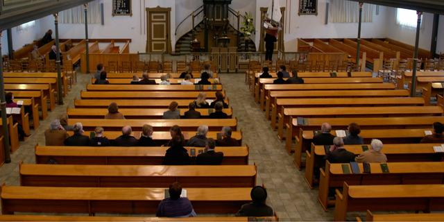 Kerk op Urk stopt met coronamaatregelen uit onvrede met het overheidsbeleid