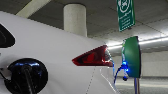 'Ruim 30 procent verkochte auto's zal elektrisch zijn in jaar 2040'