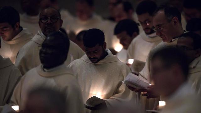 Vaticaan bevestigt bestaan geheim handboek voor vader geworden priesters