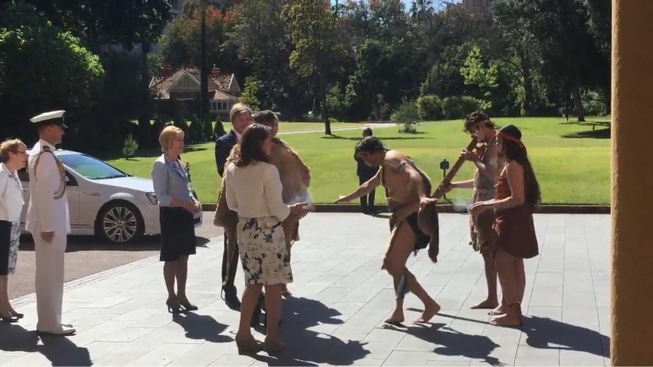 Koningspaar begint staatsbezoek Australië met traditionele ceremonie