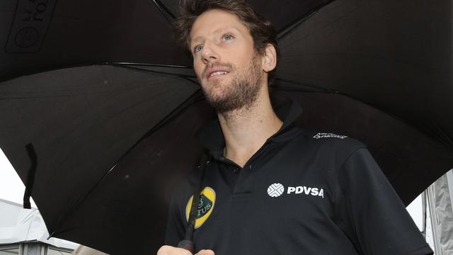 Noodlijdend Lotus laat Grosjean in regen staan