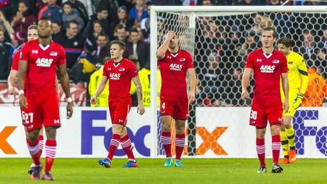 AZ-spelers compenseren fans na recordnederlaag in Lyon