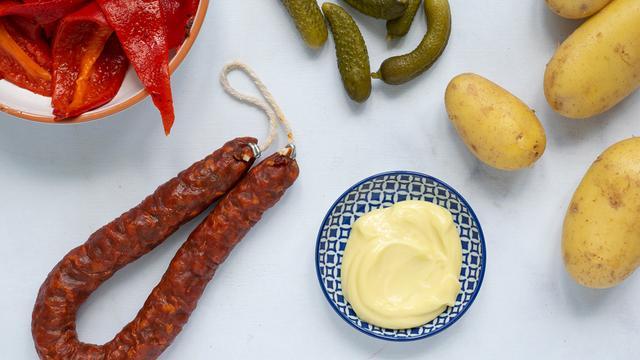Aardappelsalade met chorizo: Zo maak je het met maar vijf ingrediënten