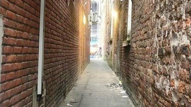 Middeleeuws steegje binnenstad wordt in ere hersteld